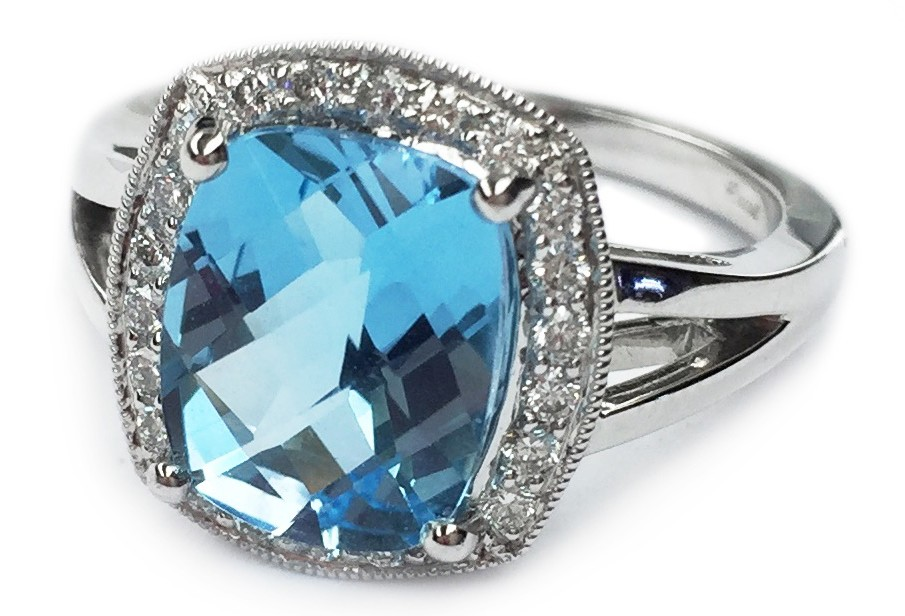 Munn's Diamond Gallery ring
